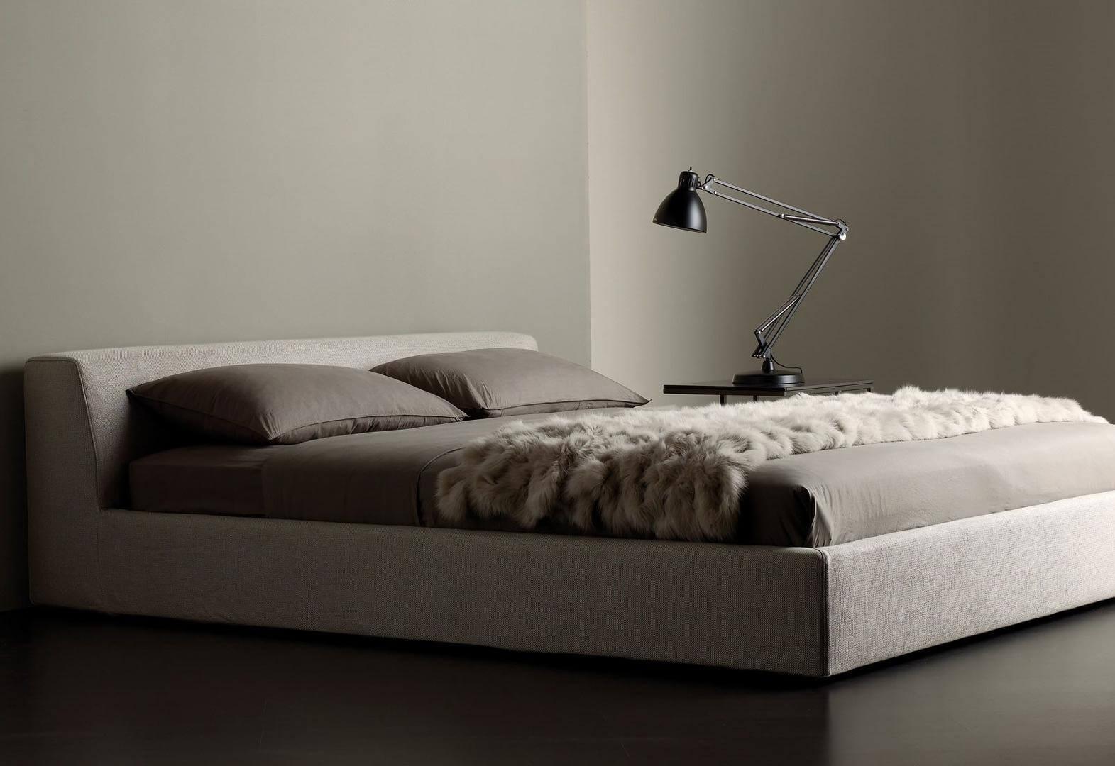 LOVA LOUIS BED
