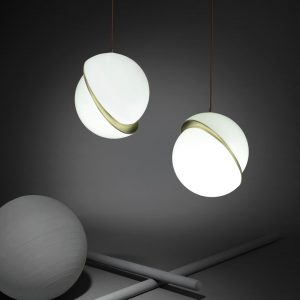 "Lee Broom pakabinamas šviestuvas ""Crescent Light"""