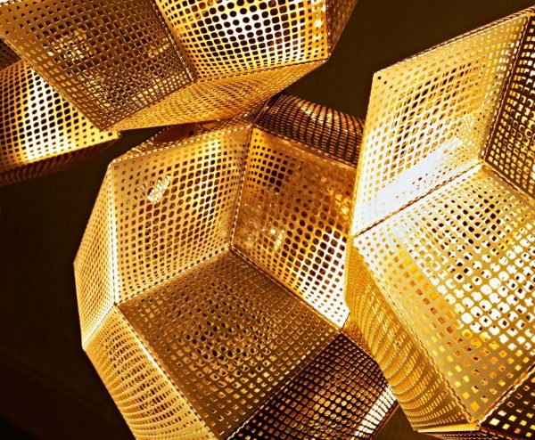 """Tom Dixon pakabinamas šviestuvas """"Etch Brass"""" 50cm"""